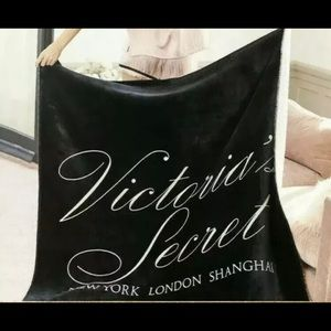 VICTORIA SECRET SHERPA THROW BLANKET BLACK LOGO